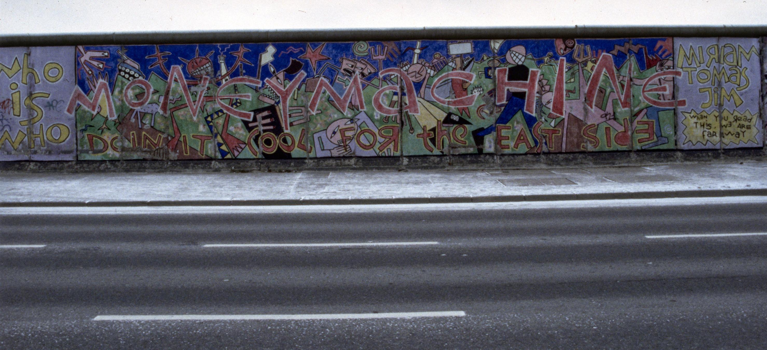 """Mural """"MONEY MACHINE"""" von Jim Avignon"""