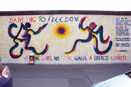 """Mural """"DANCING TO FREEDOM, NO MOR WARS, NO MR WALLS, A UNITED WORLD"""" von Jolly Kunjappy"""