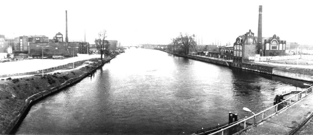 Schillingbrücke mit Spreeblick Richtung Stadtmitte